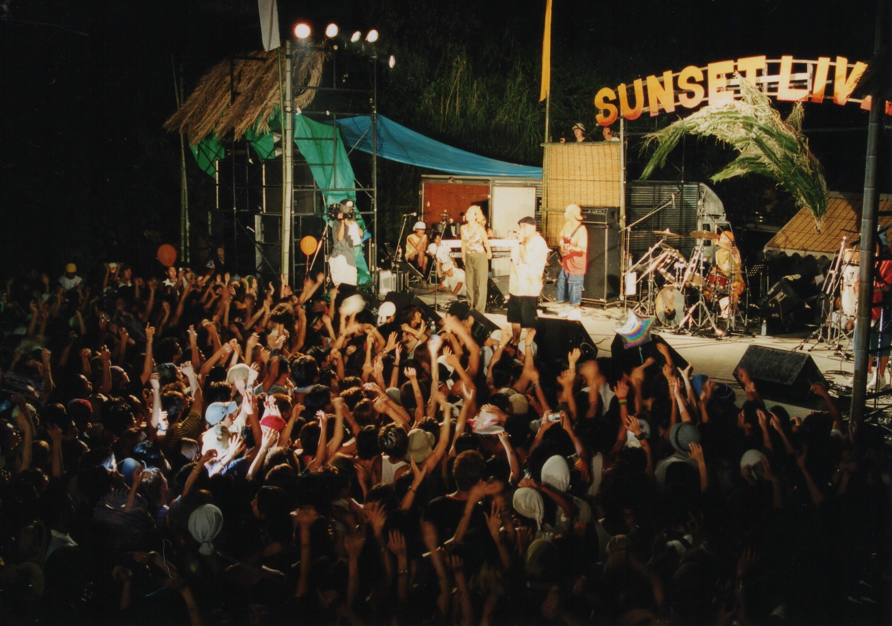 sunsetlive2001-5